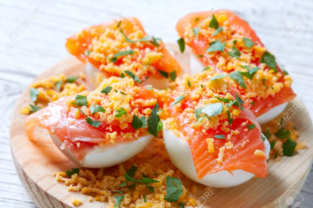 Huevos Rellenos Con Salmón Pinchos Tapas De España Recetas Pintxos
