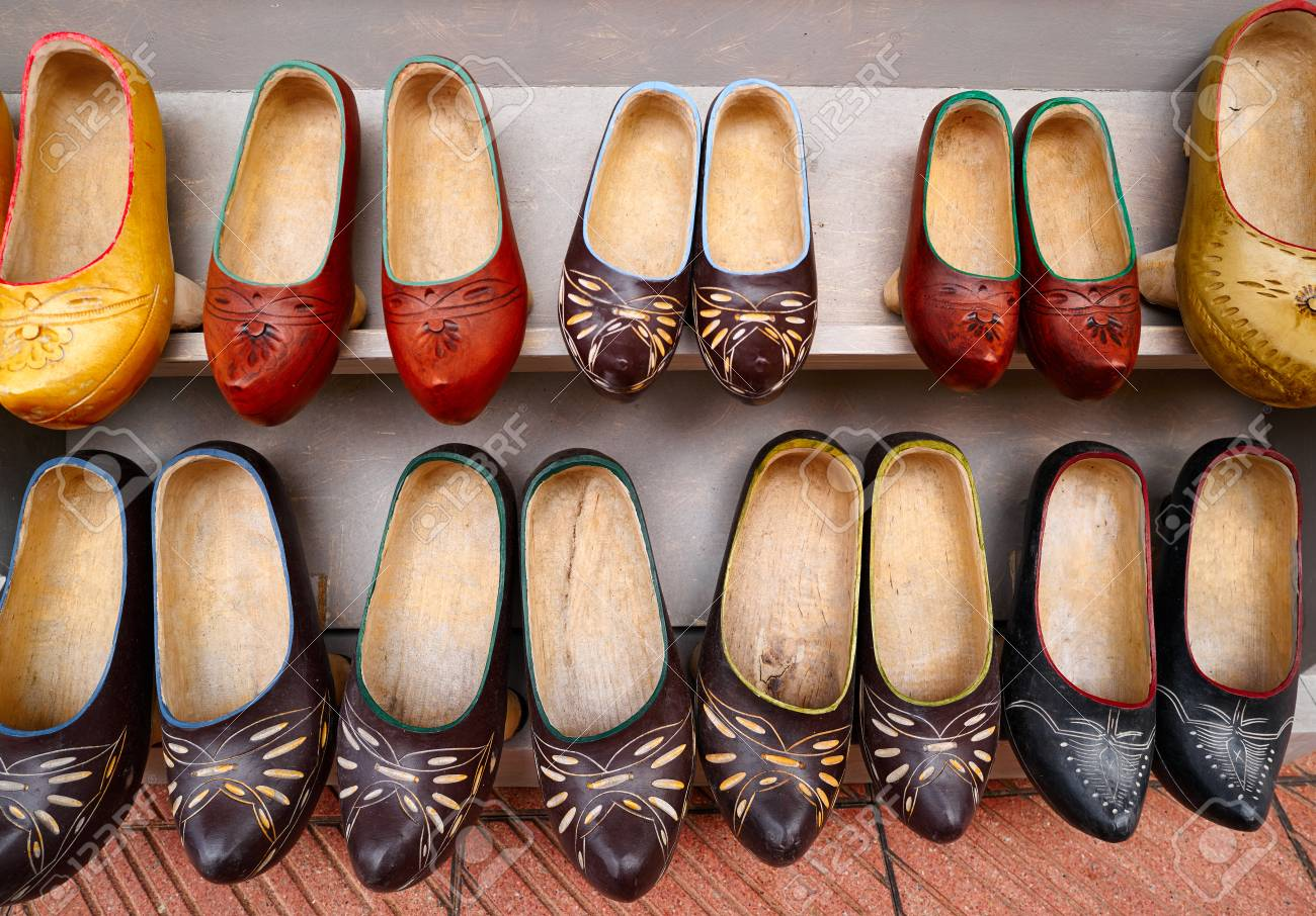 venta caliente online cf24c 5d2c5 Zuecos madrenas traditional wooden shoes from Asturias of Spain