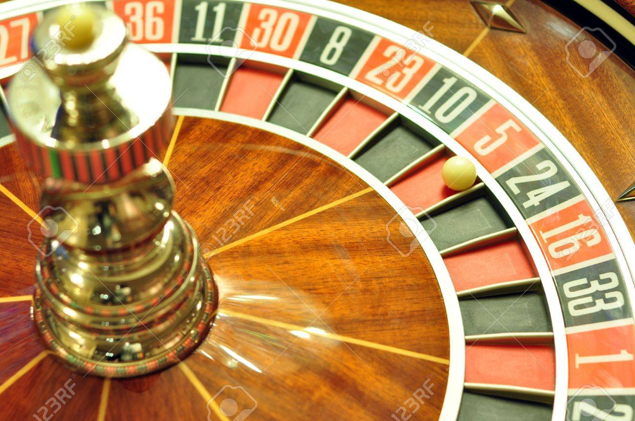 image with a casino roulette wheel with the ball on number 5 Stock Photo - 11326997