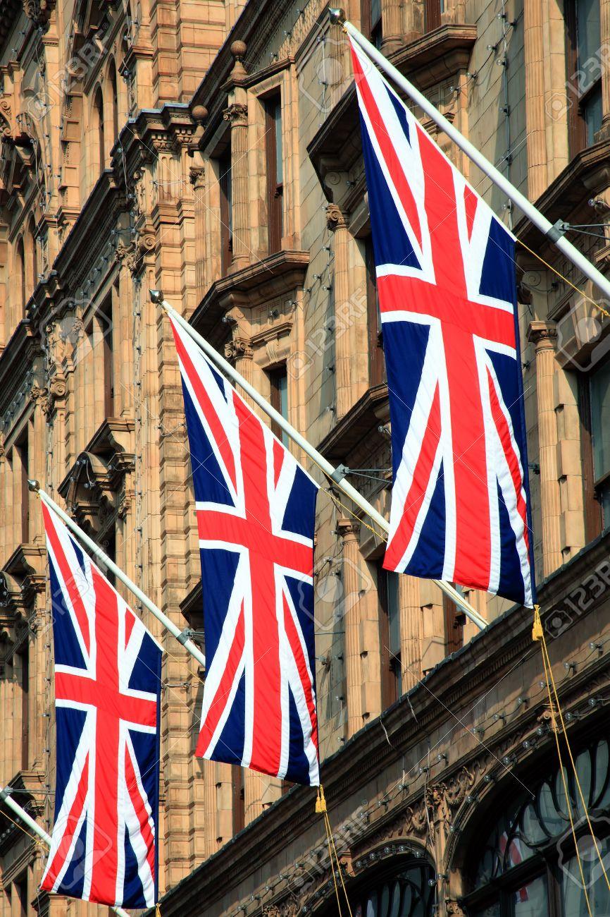 Union Jack Nacional Inglés Bandera Del Reino Unido De Gran Bretaña Colgado De Un Edificio De La Calle De Londres Fotos Retratos Imágenes Y Fotografía De Archivo Libres De Derecho Image 29266818