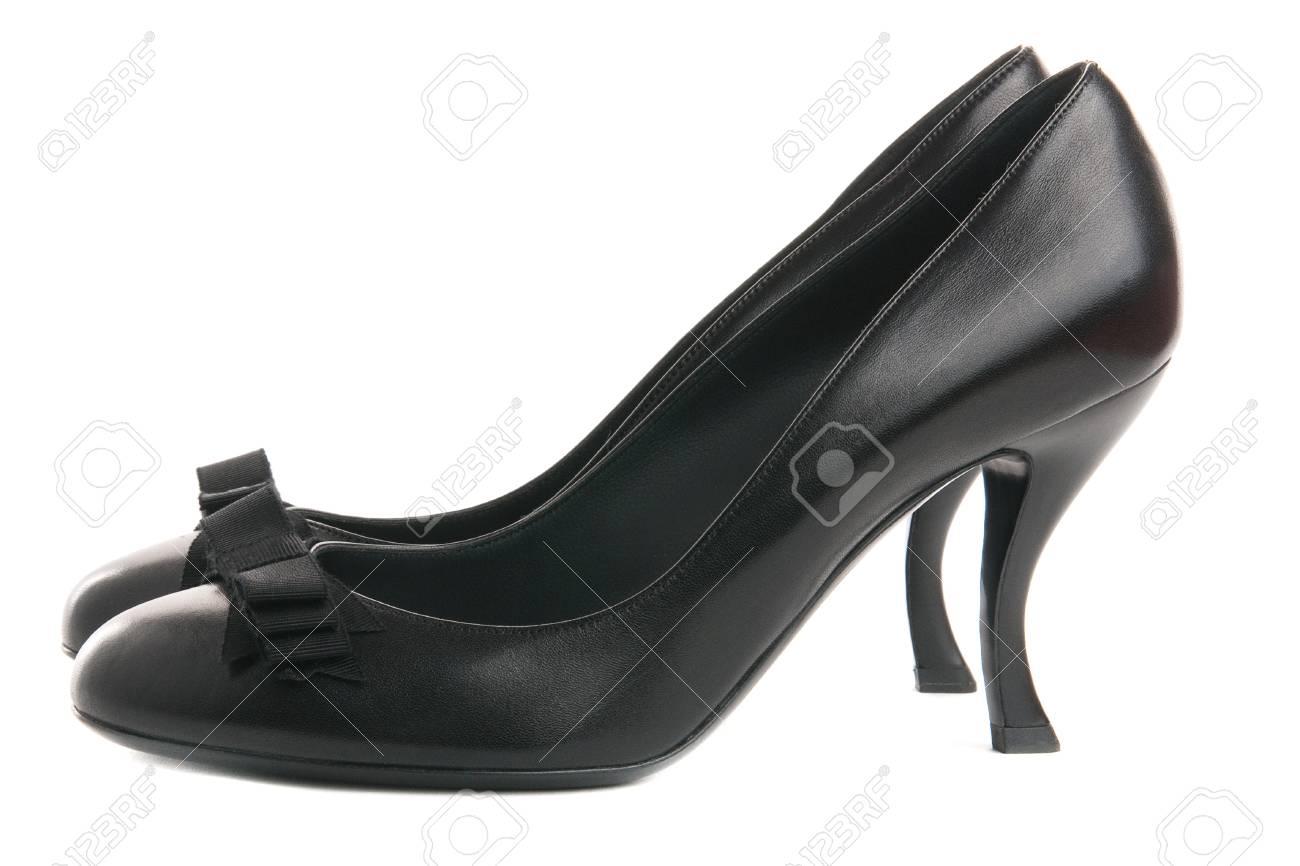 16d00f72f4d28e Banque d'images - Femmes élégantes chaussures noires avec noeud noir et  talons courbe
