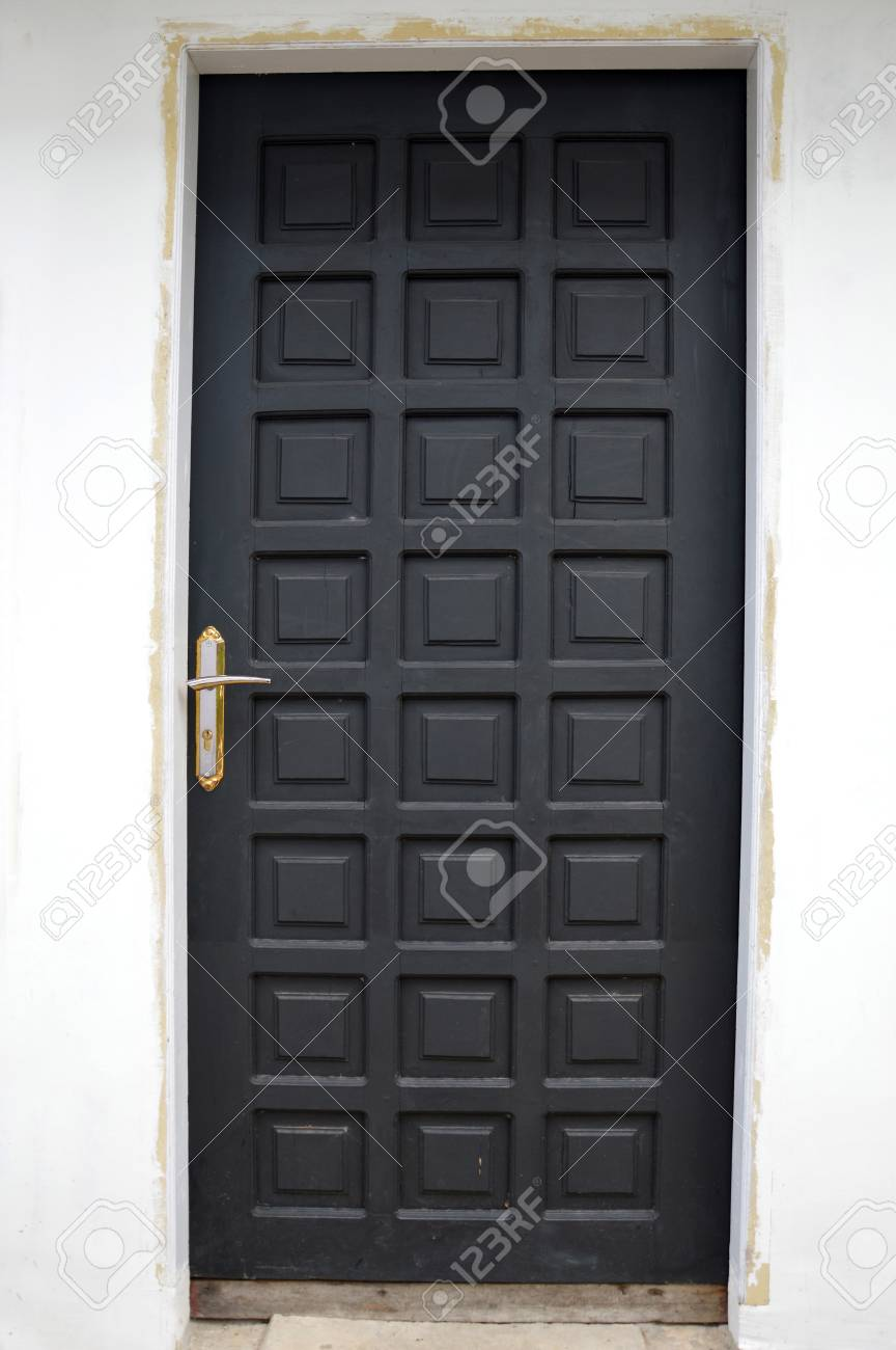 new black wooden doors at a building Stock Photo - 20944421