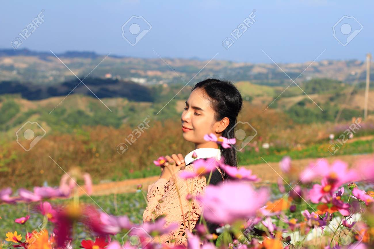 Caucasian Woman And Expression Happinesspretty Girl With Pink