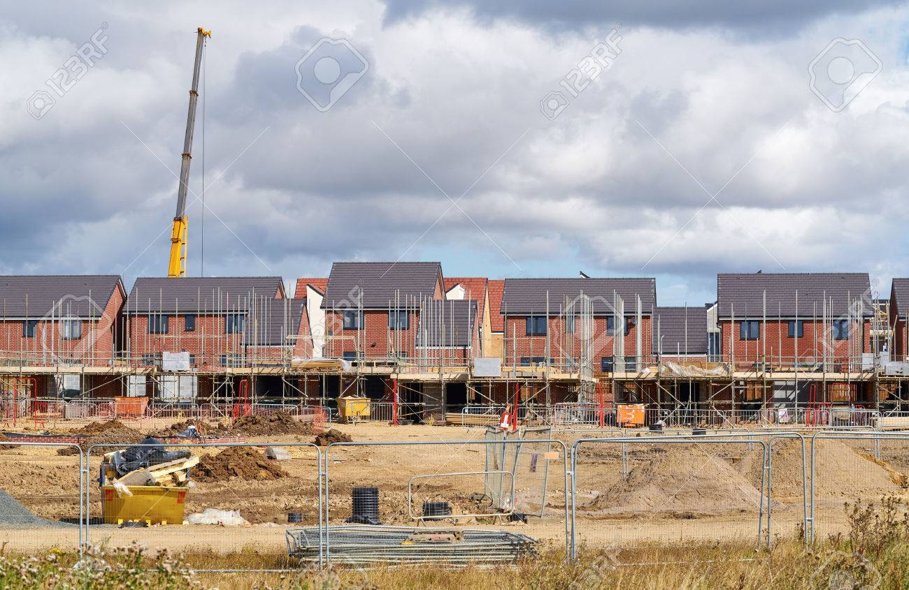Newly built homes in a residential estate in England. - 59143881