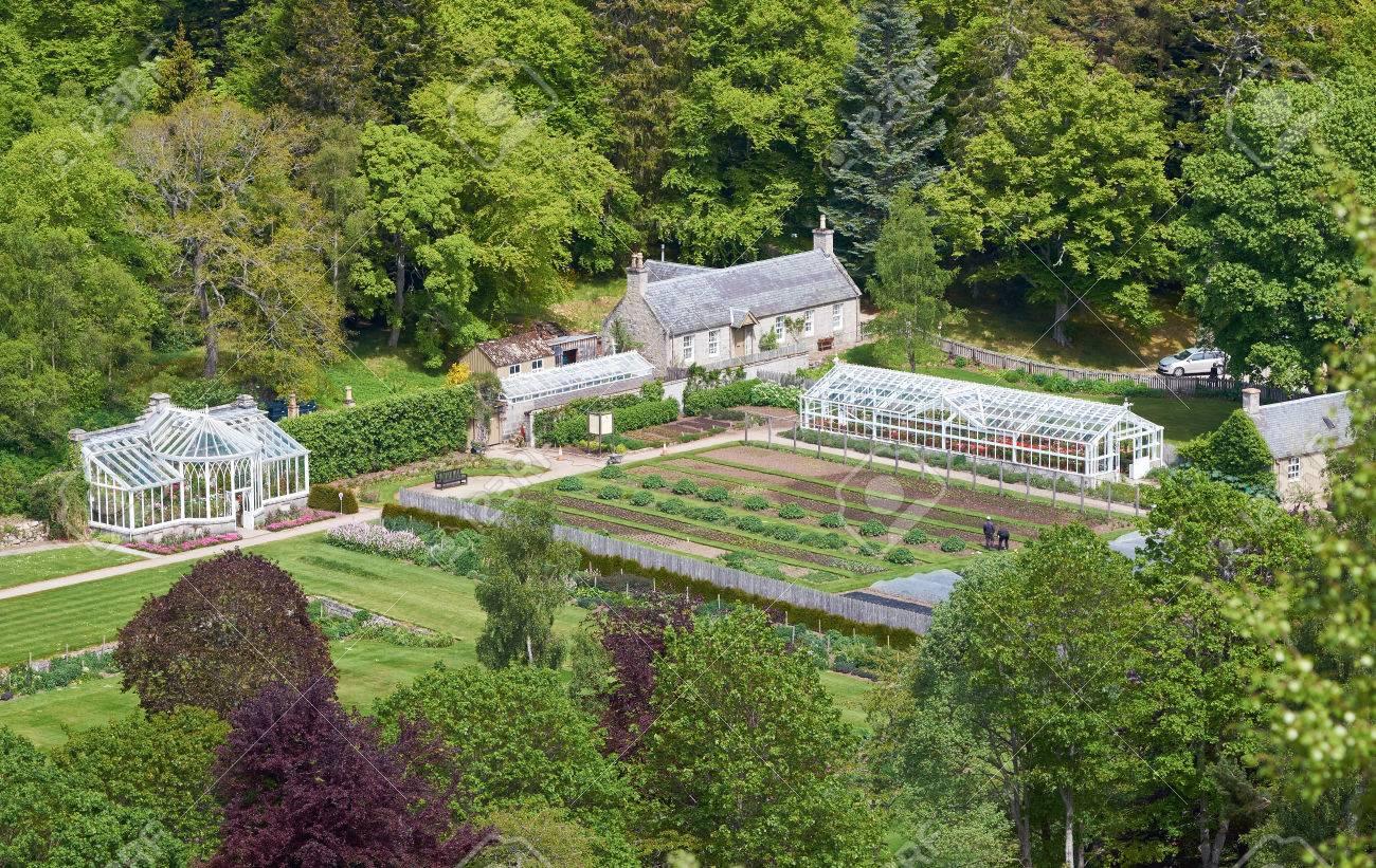 Jardin Potager Et Maisons De Verre Dans Le Domaine Du Chateau De Balmoral Aberdeenshire Au Nord Est Des Highlands Ecossaises