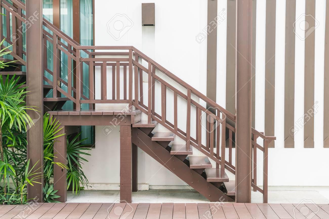 Banque Du0027images   Bois Escalier Décoration Extérieure De Style