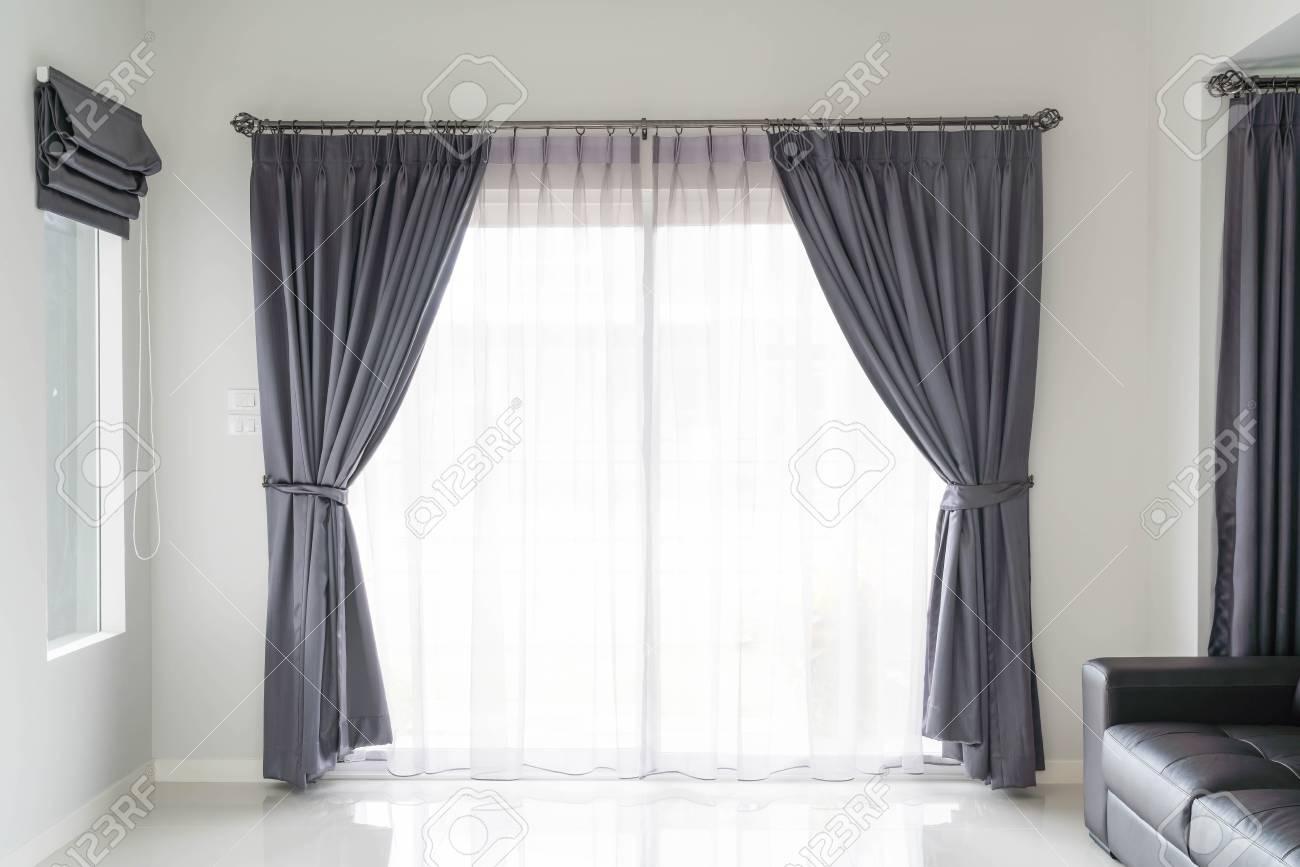 Cortina De La Decoración De Interiores En La Sala De Estar Con La Luz Del Sol