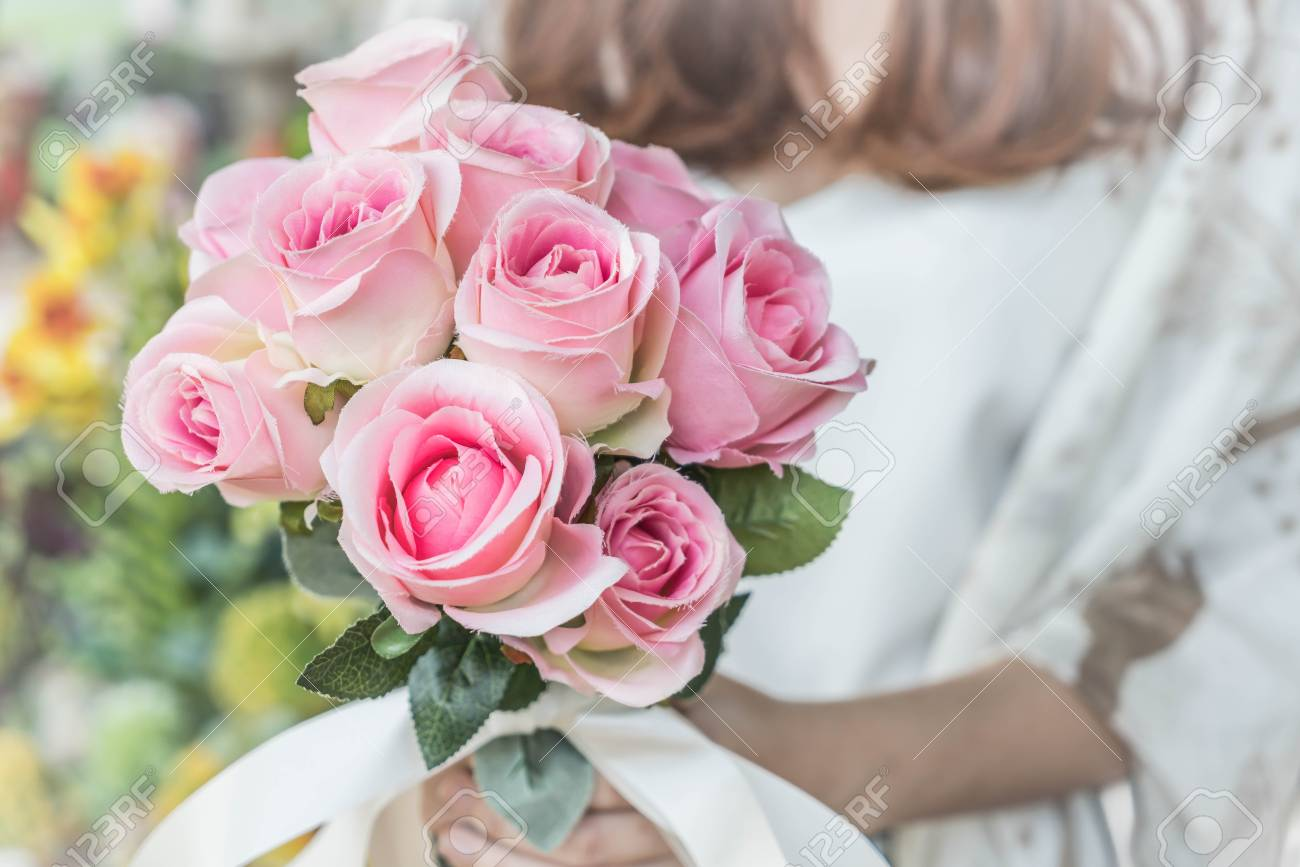 Hande Halten Blumenstrauss Vintage Beleuchtung Stil Lizenzfreie