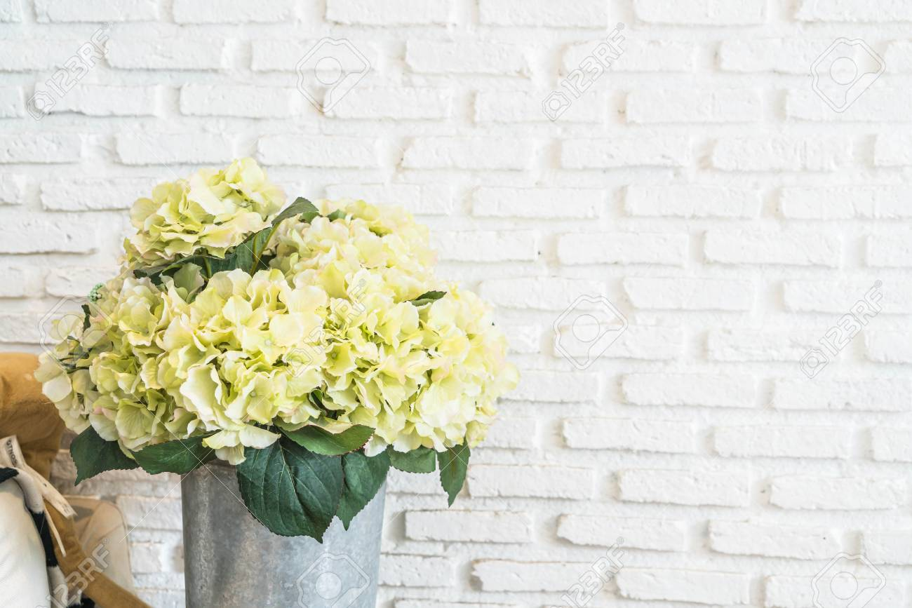 Old Fashioned How To Decorate Brick Wall Photos - Art & Wall Decor ...
