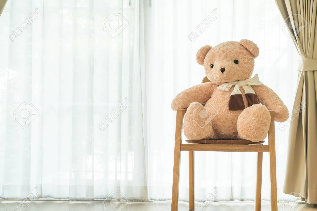 Bär Puppe Auf Stuhl Dekoration Zu Hause Lizenzfreie Fotos Bilder