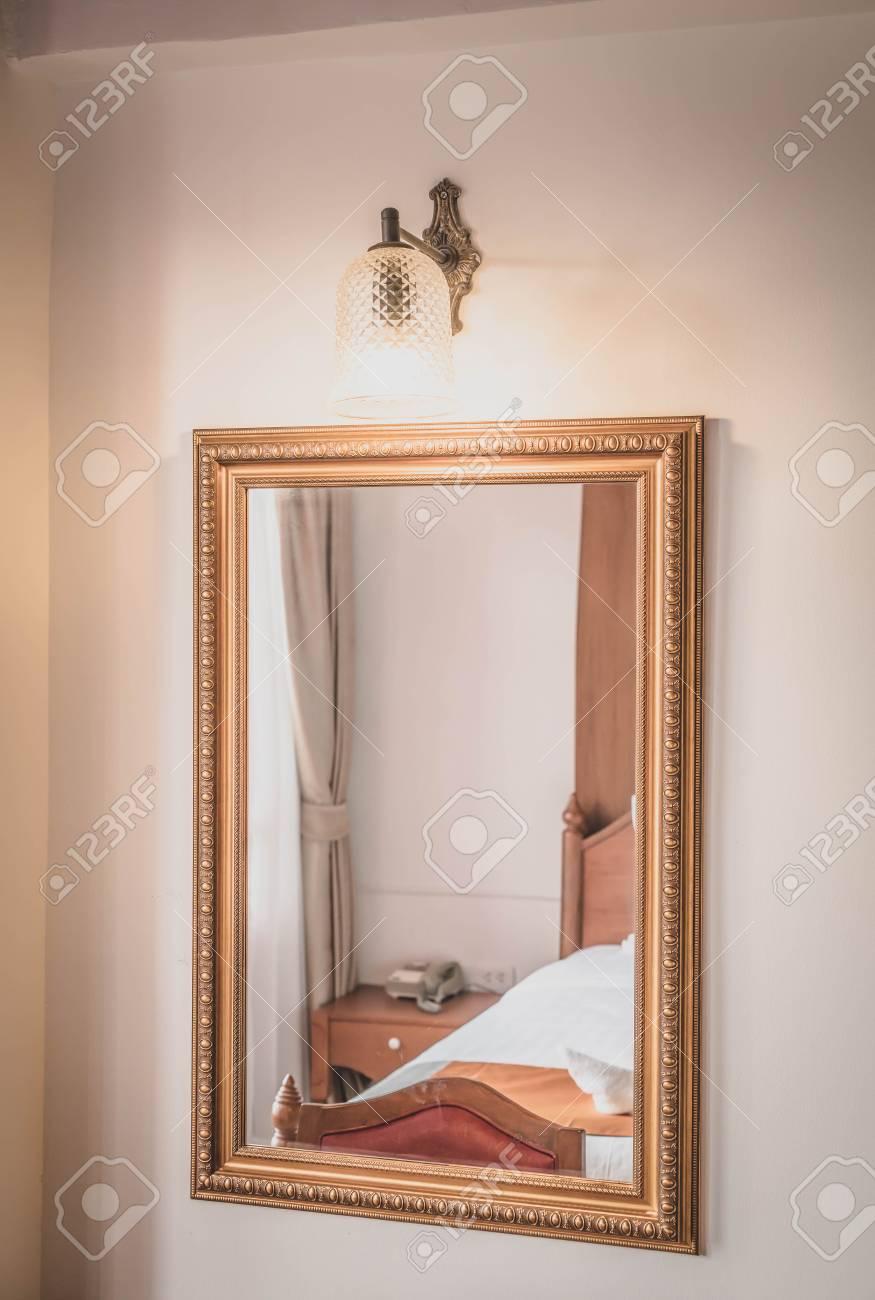 Decorazione Specchio In Camera Da Letto Interni - Filtro Vintage ...