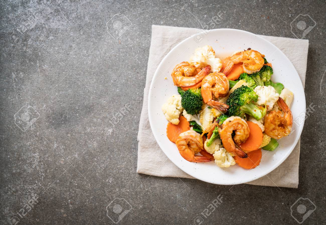 stir-fried mixed vegetable with shrimps - healthy food style - 112683724