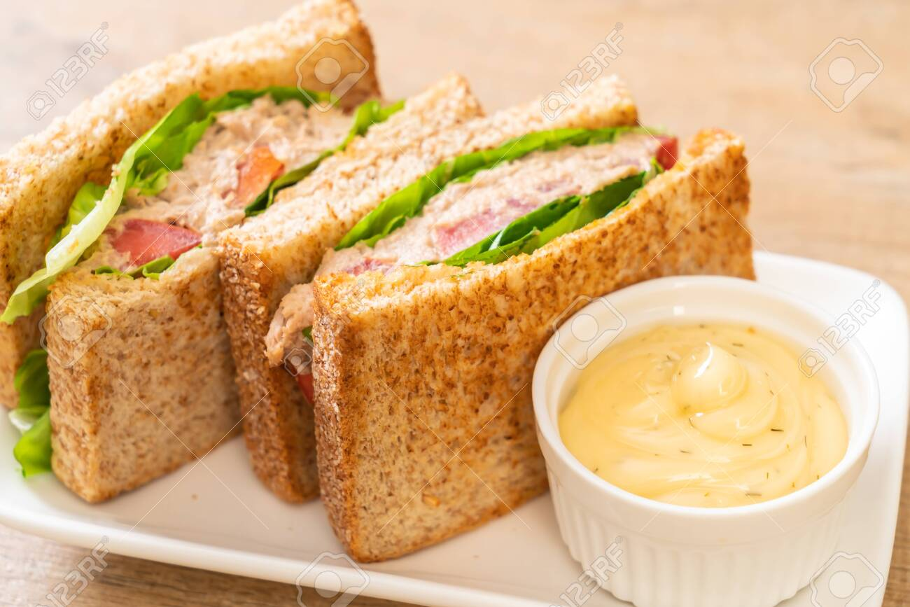 Homemade Tuna Sandwich with Tomatoes and Lettuce - 124371809