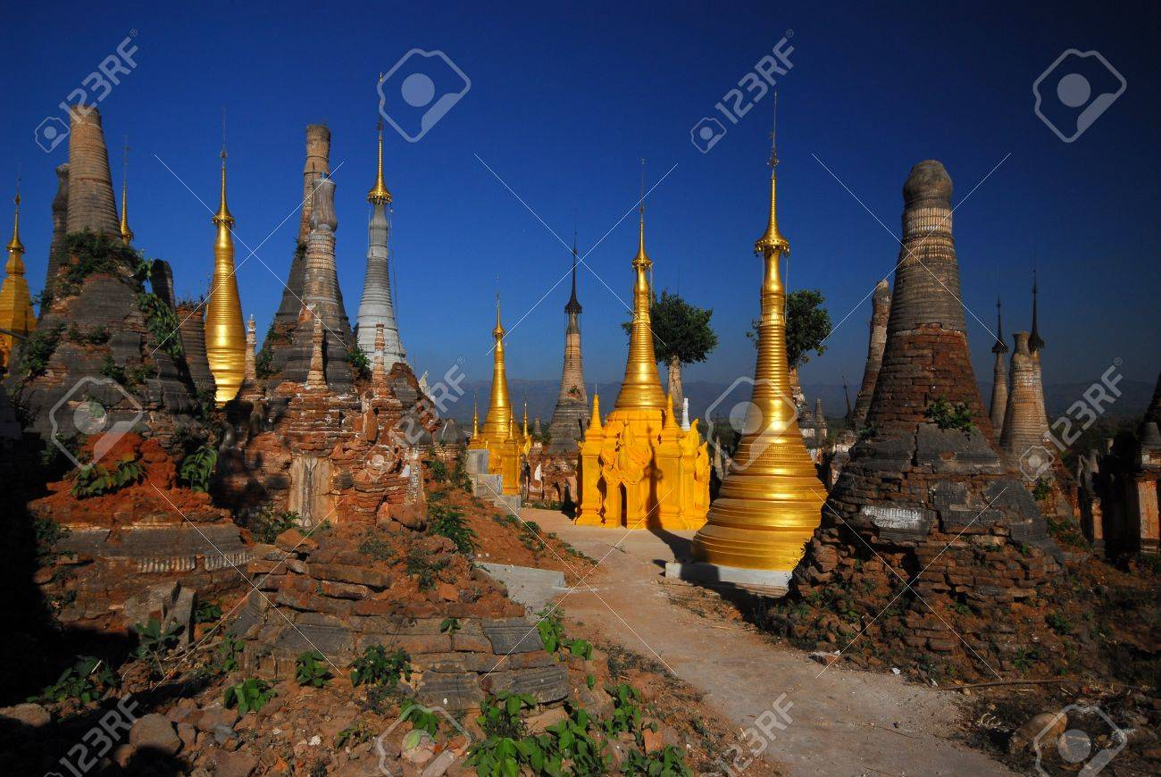 Group of golden pagodas of Shwe Inn Taing Paya near Inle lake, Myanmar Stock Photo - 16393250