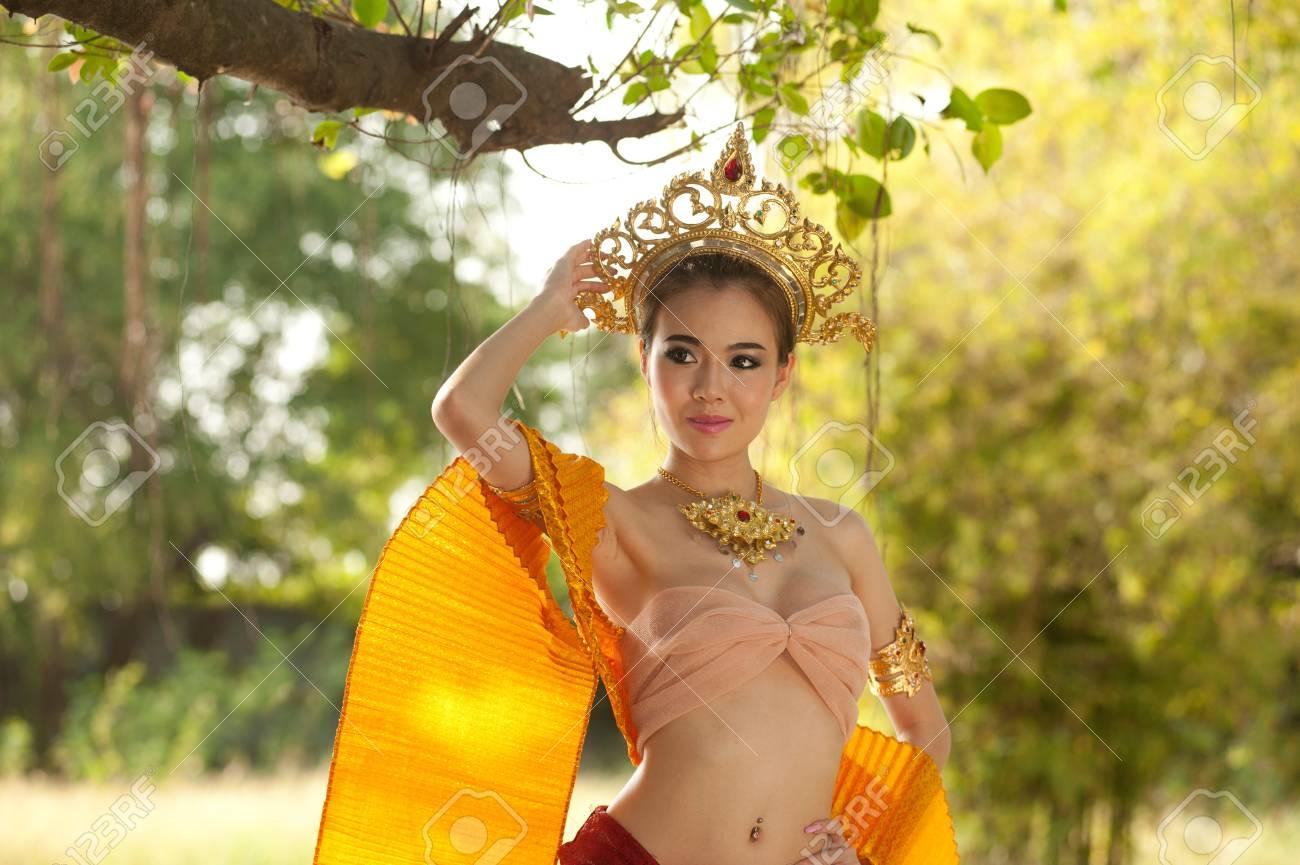 https://previews.123rf.com/images/topten22photo/topten22photo1302/topten22photo130200129/17686793-pretty-thai-woman-posing-in-thai-ancient-dress.jpg
