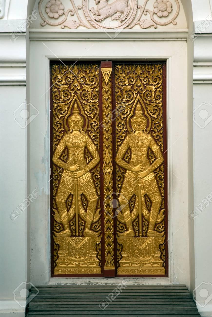 Arte Oscuras Puertas De Madera Son Hermosas Que Es El Simbolo Del Sitio Tutor En El Templo Wat Chaiyo Worawihan Provincia Angthong La Central De