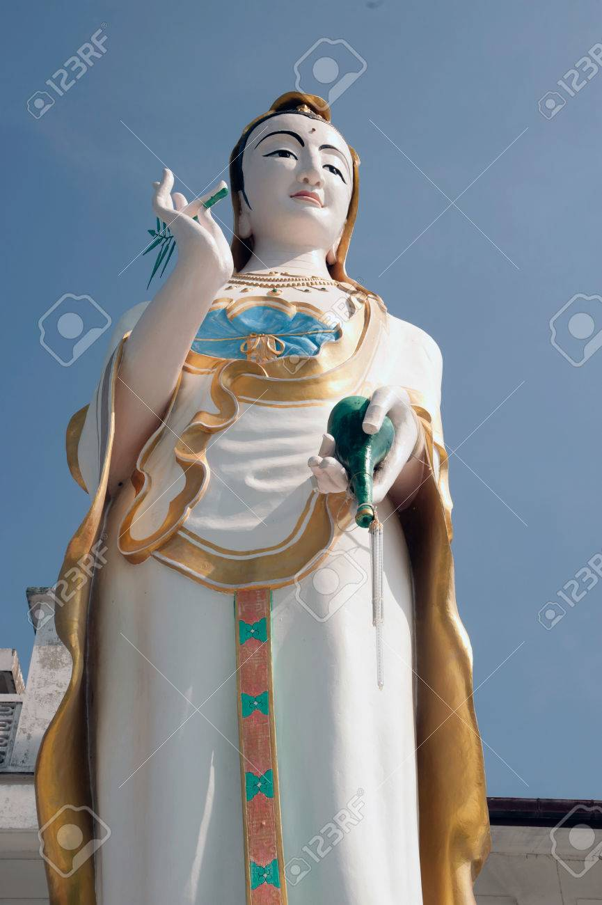 Large Outdoor Guan Yin Statue In Khao Tao Temple,Thailand. Stock Photo