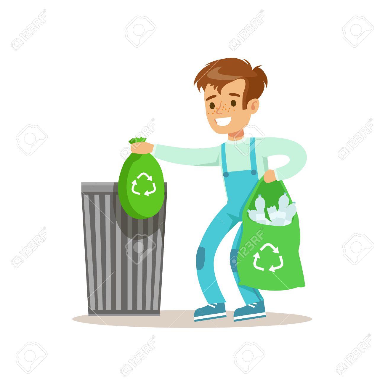 Boy Throwng Lejos Bolsas De Basura Llena De Botellas De Plástico