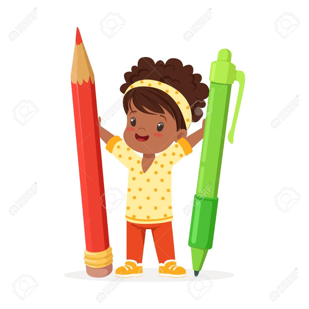 Mignonne Petite Fille Noire Tenant Un Crayon Rouge Geant Et Vecteur