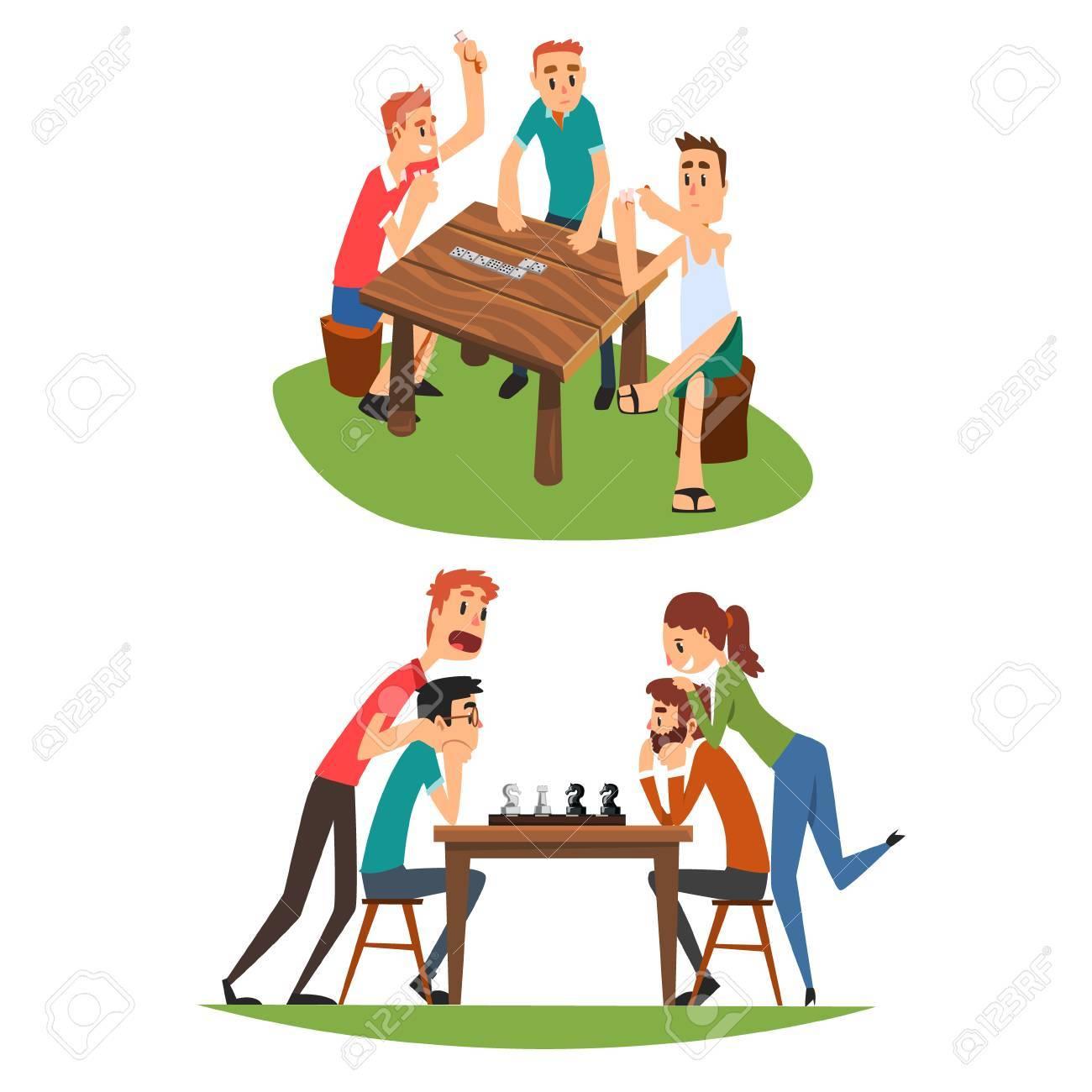 Juegos De Mesa Amigos Jugando Al Domino Y Al Ajedrez Un Grupo De