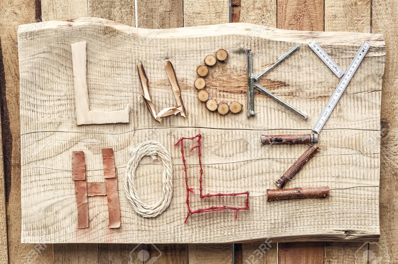 """l'inscription des matériaux de construction à la main """"chanceux holz"""