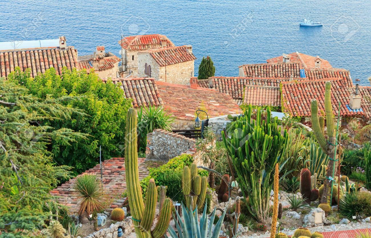 Jardin Exotique Dans Le Village De Eze, Côte D\'Azur Banque D\'Images ...