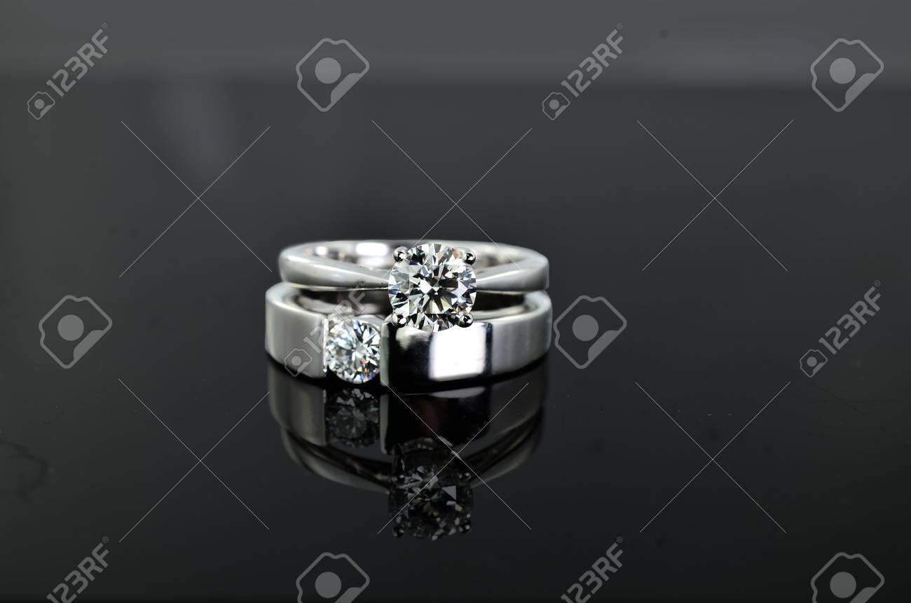Anillo diamante moderno