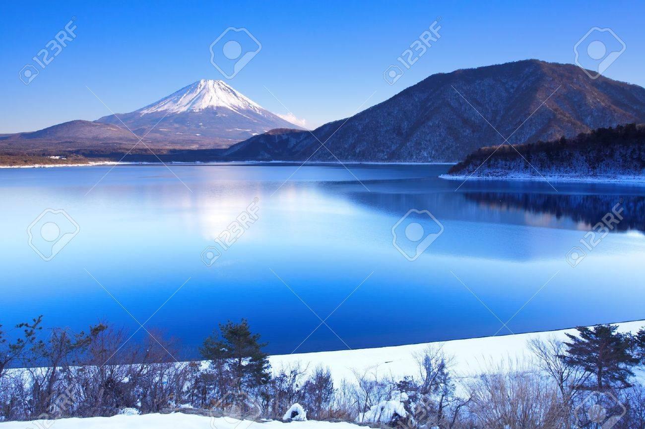 Mountain Fuji in winter - 17478633