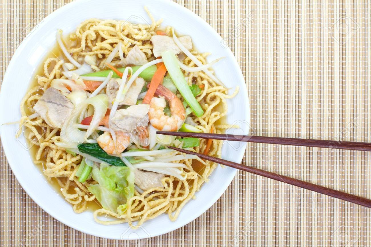 deep-fried noodles Stock Photo - 18878188