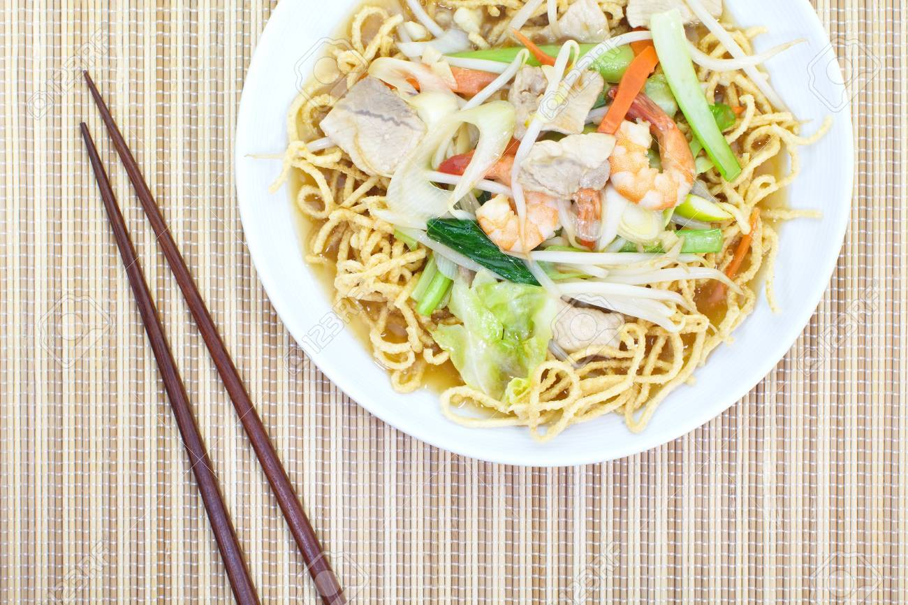 deep-fried noodles Stock Photo - 18878197
