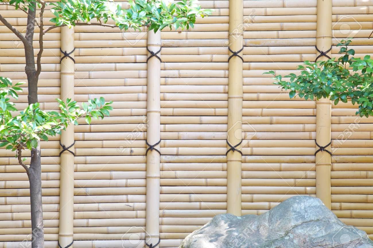 Clôture de bambou dans le jardin japonais