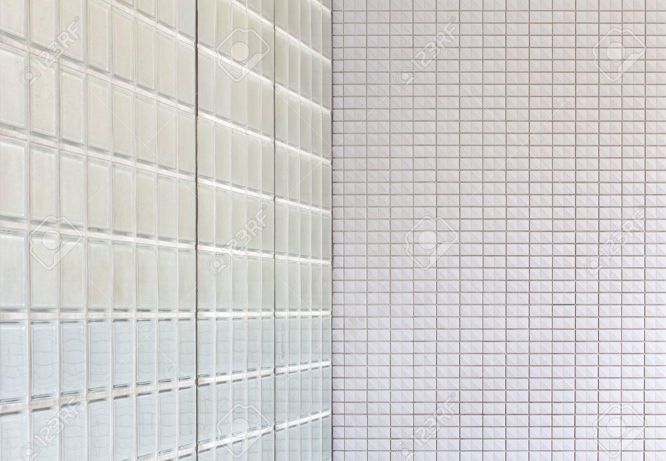 Wand Aus Glasbausteinen Und Weiße Ziegel-Mauer Hintergrund ...