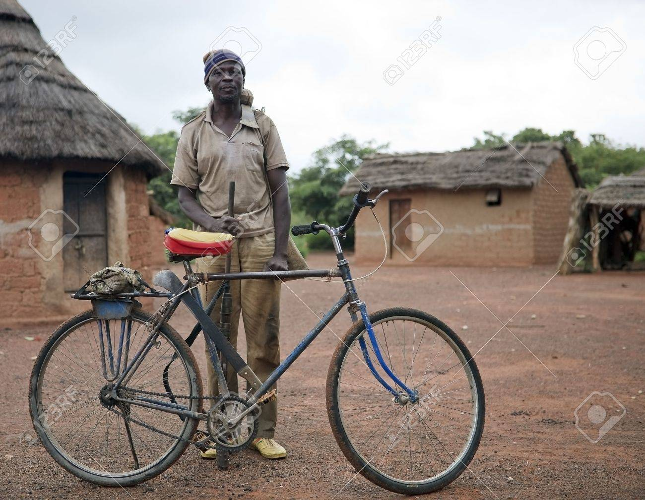 Country Senoufo,Burkina Faso - August 13,2009 : Senoufo man before leaving the camp, the Senoufo are divided into two groups, farmers and artisans. Stock Photo - 6886313
