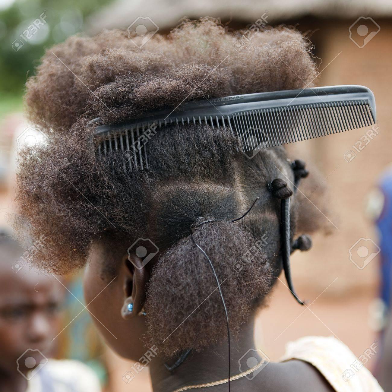 Remarkable Country Senoufo Burkina Faso August 13 2009 Girl Senoufo Short Hairstyles Gunalazisus