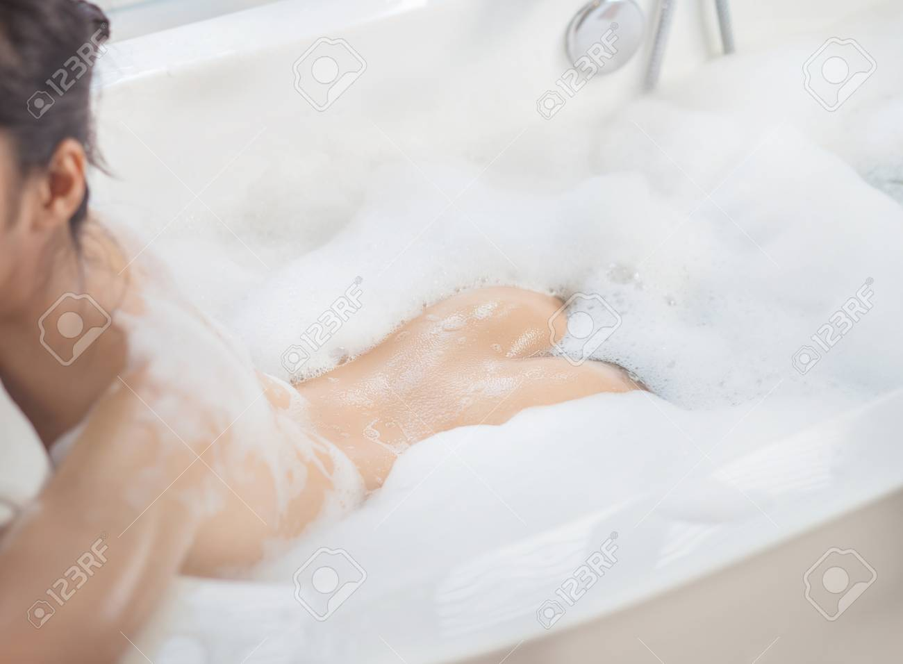 5206abda8cd45 Stock Photo - Women s bottoms She is taking a bath happily She is in the  bathtub