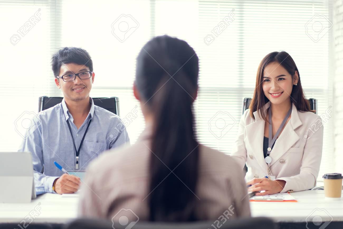 Job interview - recruiter asking questions - 123510424