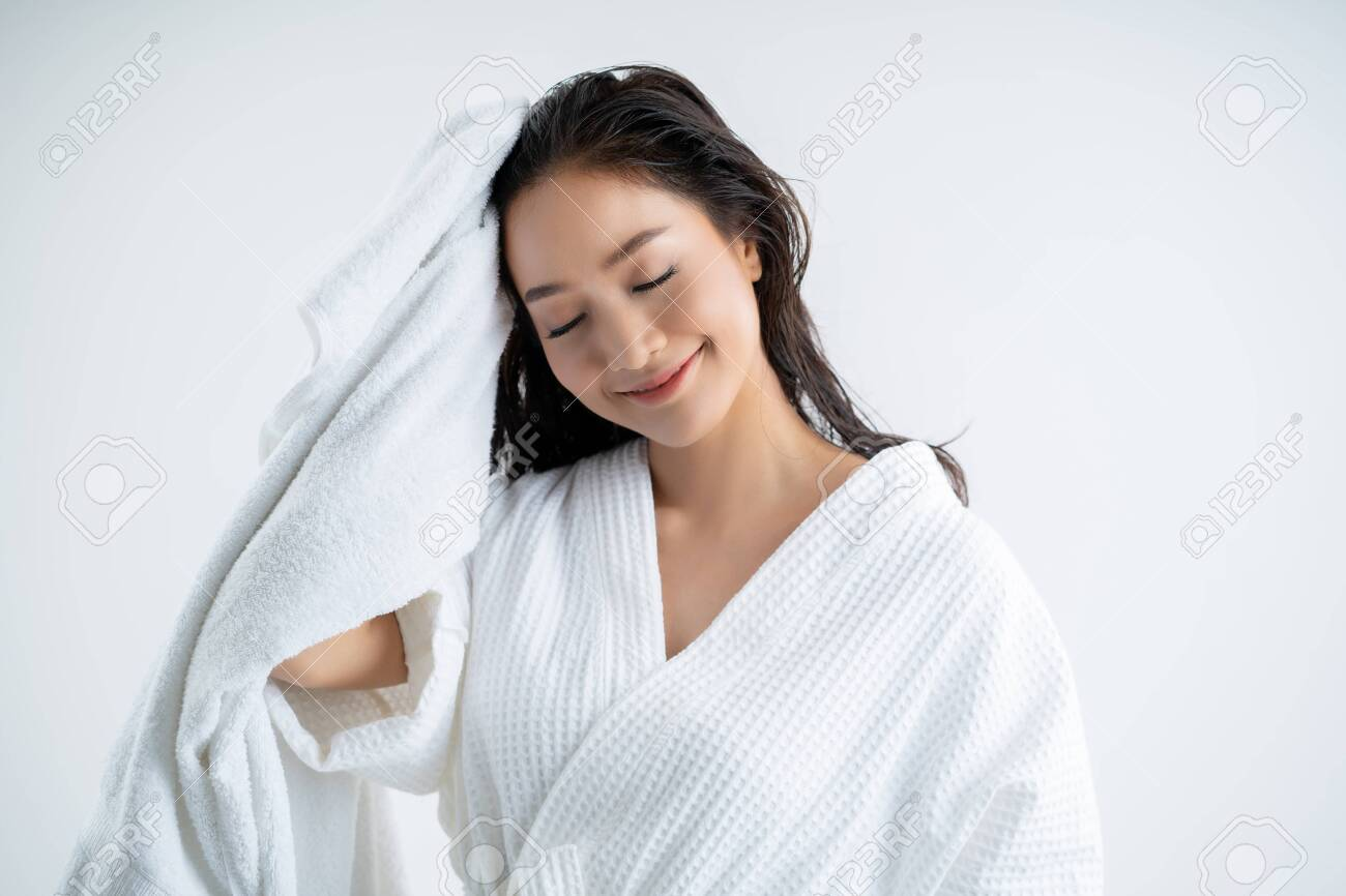 Asian woman using a dry towel to dry their hair.after showering - 129675792