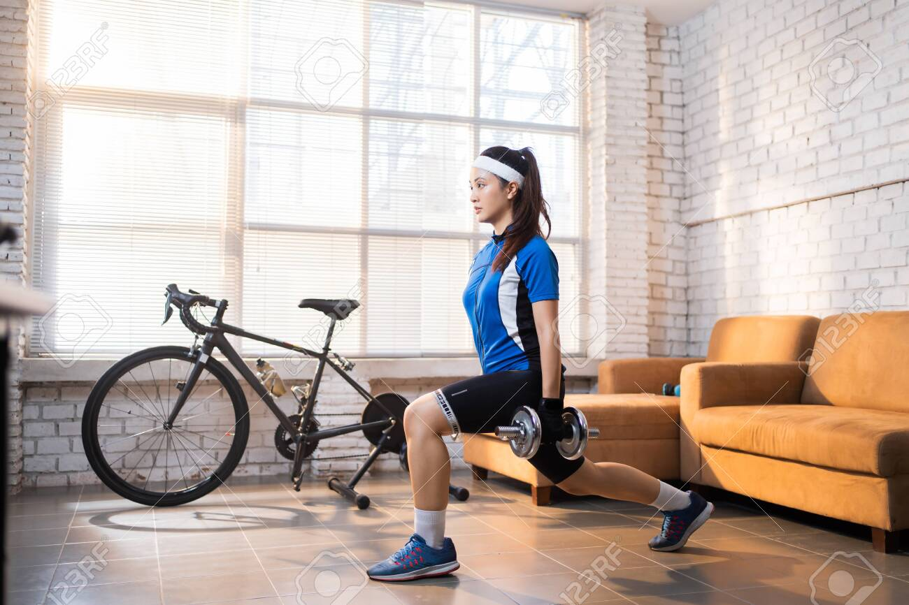 Cyclist exercise with Leg lunges. She's at home. - 143582903