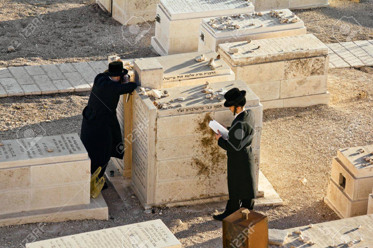 Jews pray at the graves of ancestors on the Mount of olives in Jerusalem Stock Photo - 16372842