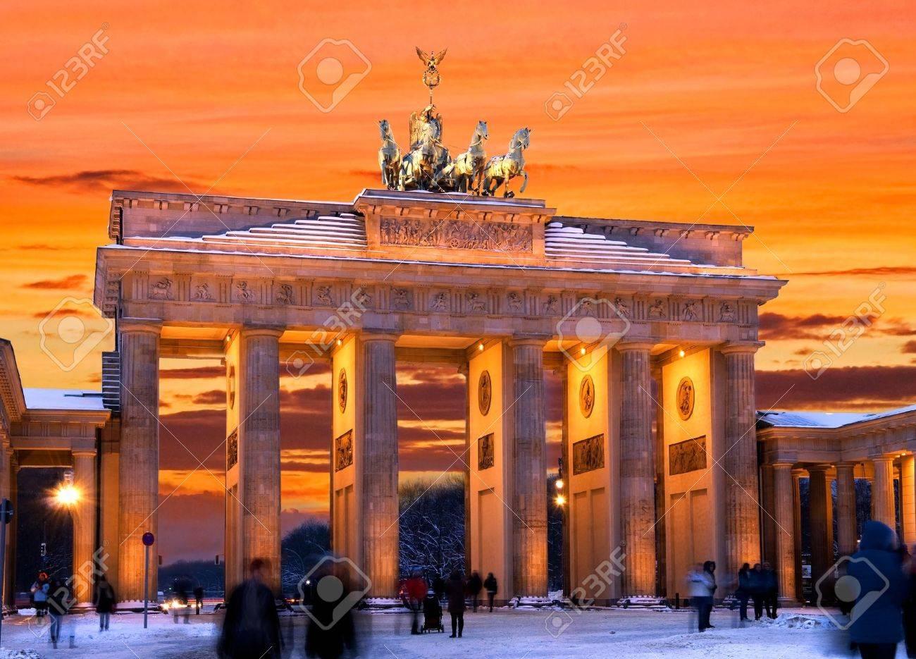brandenburger tor in winter at sunset in berlin, germany Stock Photo - 15877186