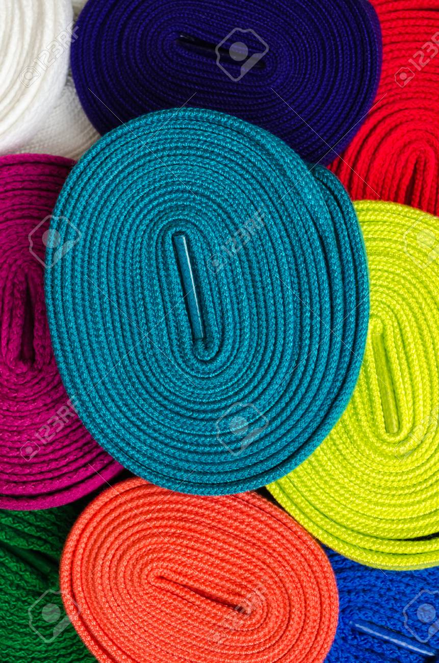 6c3d5e5a76657 Conjunto de cordones de colores para zapatos. Fondo macro Foto de archivo -  73290760