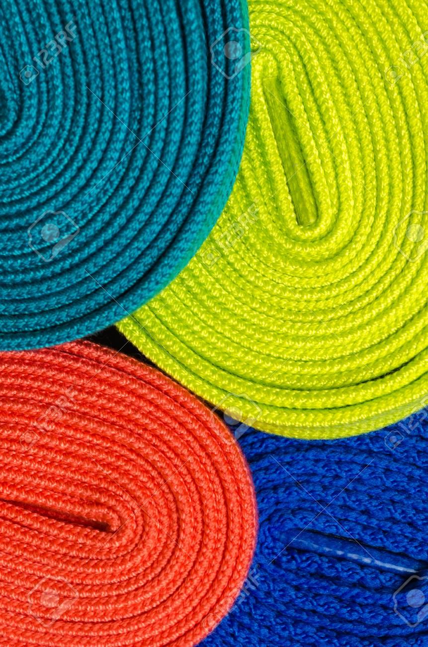 7f866cae95a27 Conjunto de cordones de colores para zapatos. Fondo macro Foto de archivo -  73290756