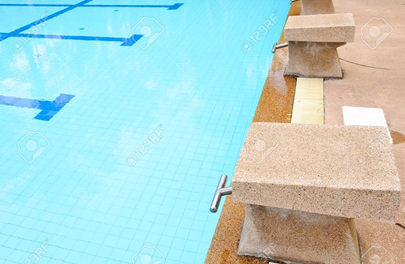 Swimming pool platform on the old pool of hotel. Stock Photo - 12391297
