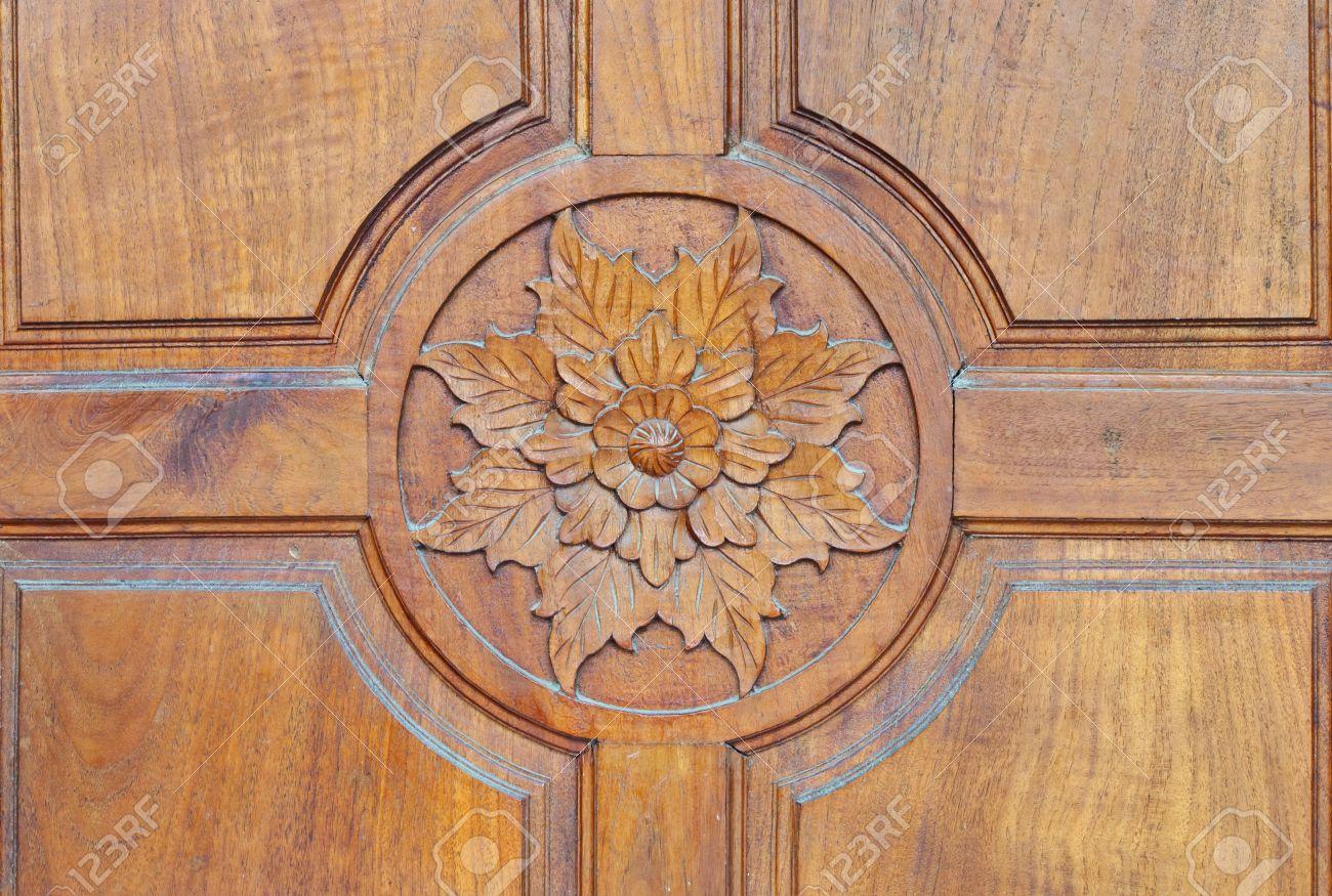 carved doors los motivos florales tallados en las puertas de madera antiguas