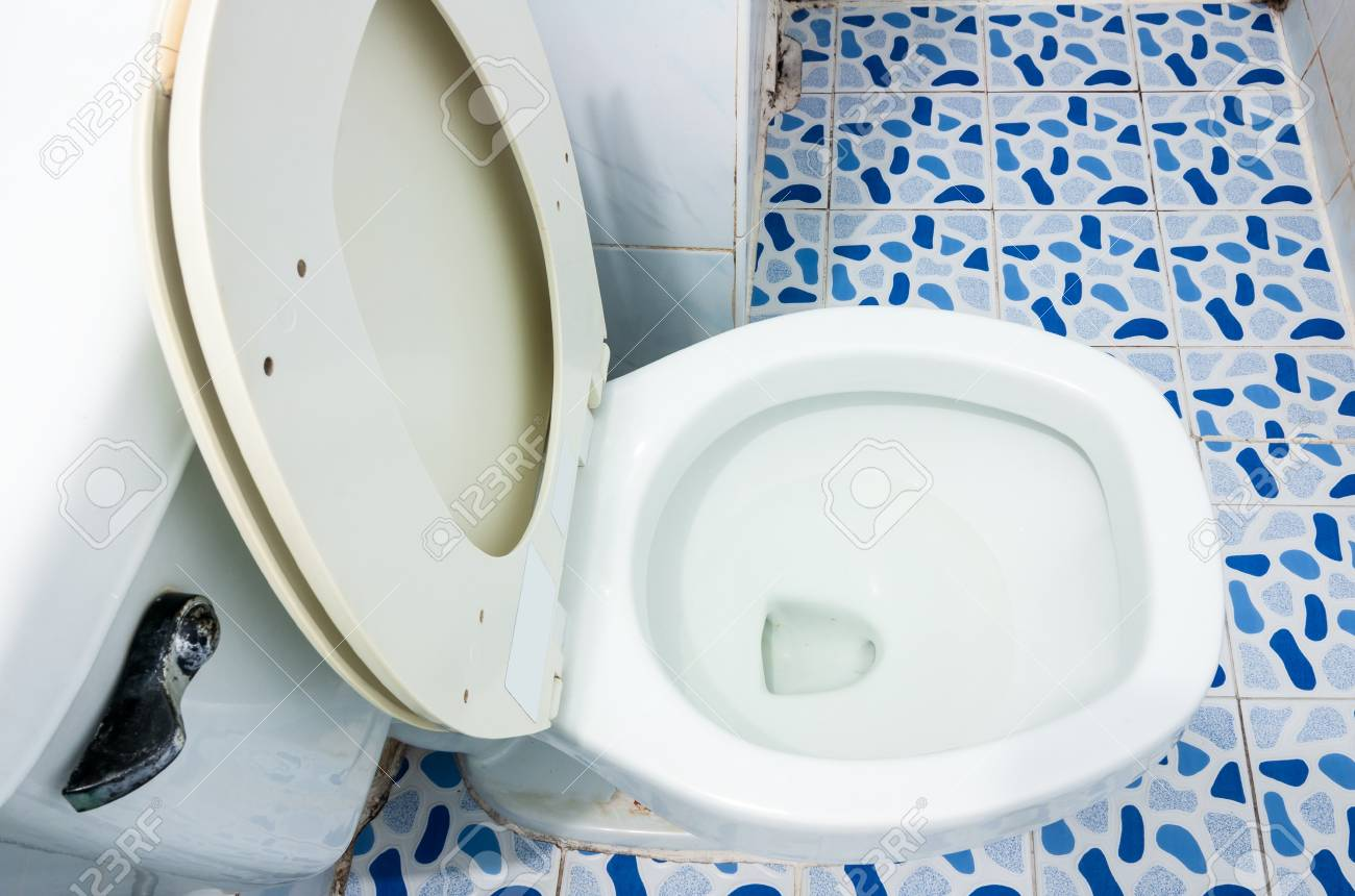 Old flush toilet in the apartment of urban city Stock Photo - 18280767