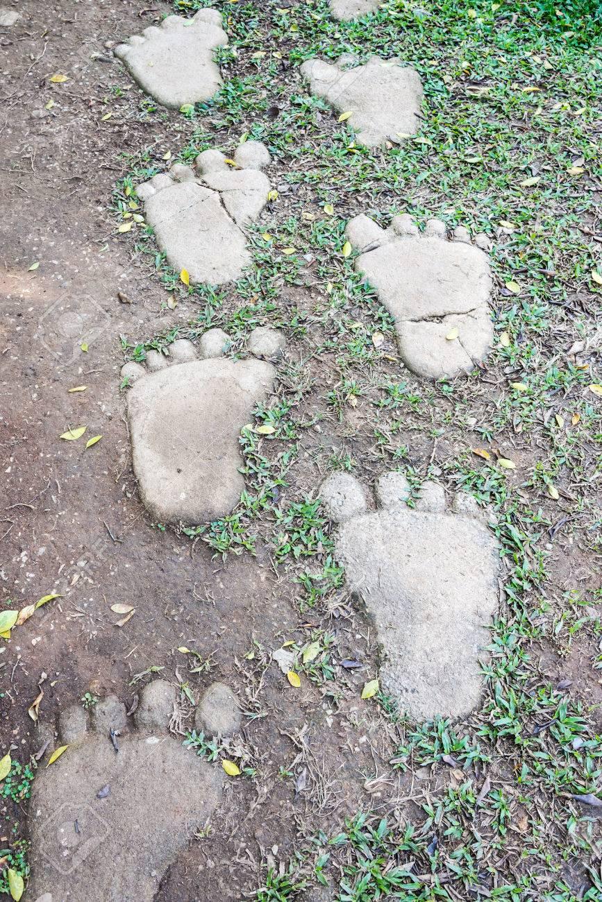 Pavimentazione Giardino In Pietra piedi pavimentazione di pietra del vecchio giardino dietro la casa.