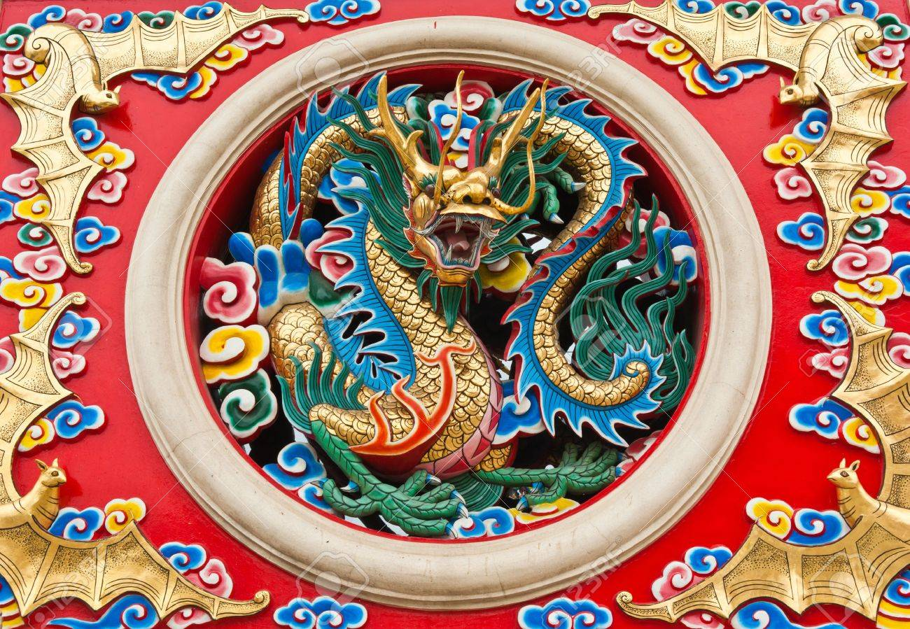 Dragon statue in Chinese temple, Thailand Stock Photo - 10100320