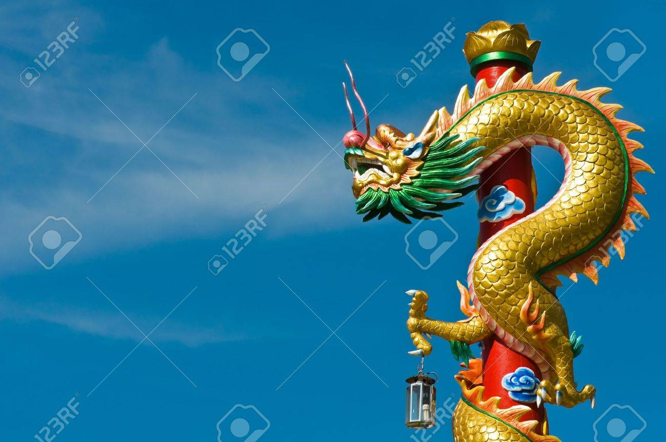 Dragon in chinese temple with blue sky Stock Photo - 10326070