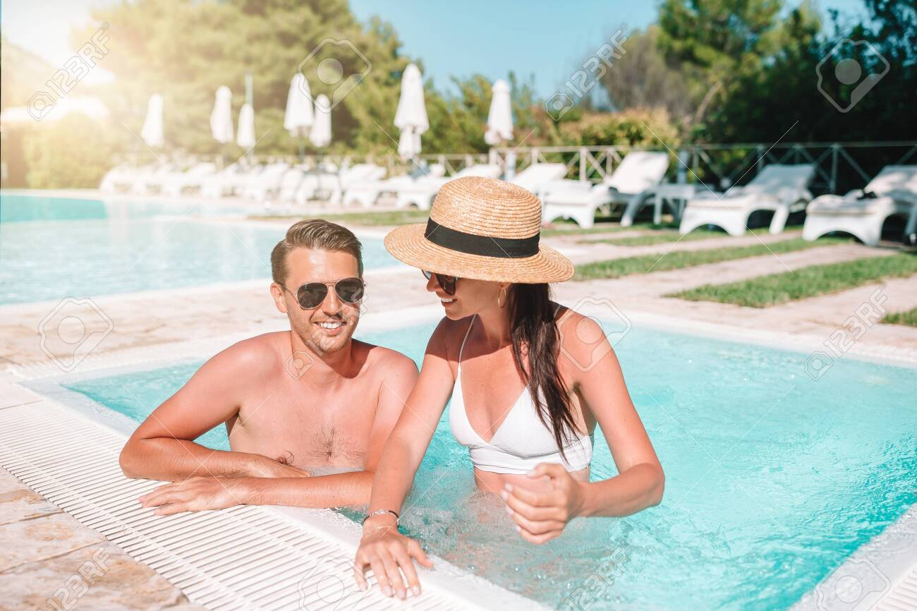 Cheerful couple resting in a swimming pool - 144559327