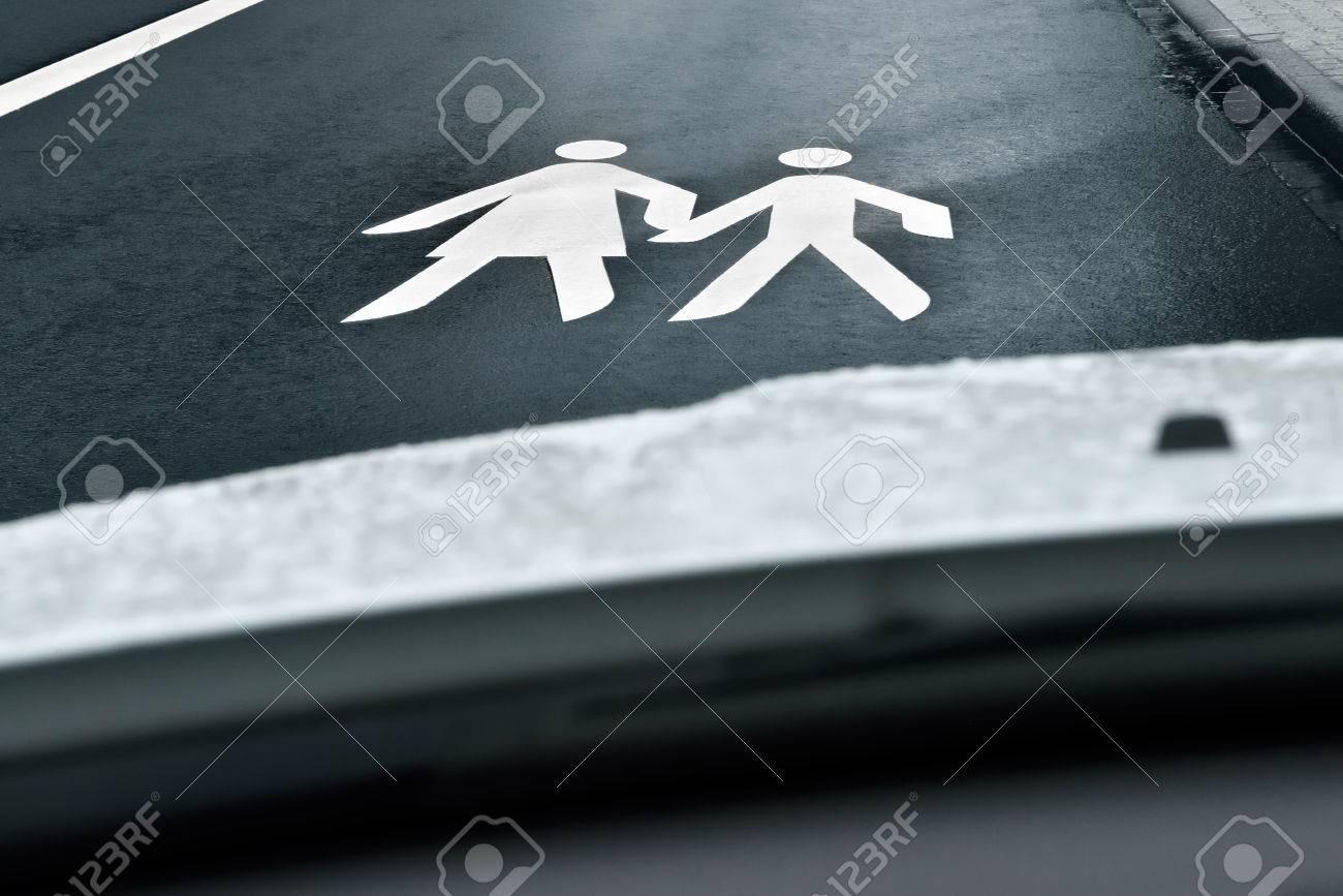 way to school - children crossing the street Stock Photo - 27335704